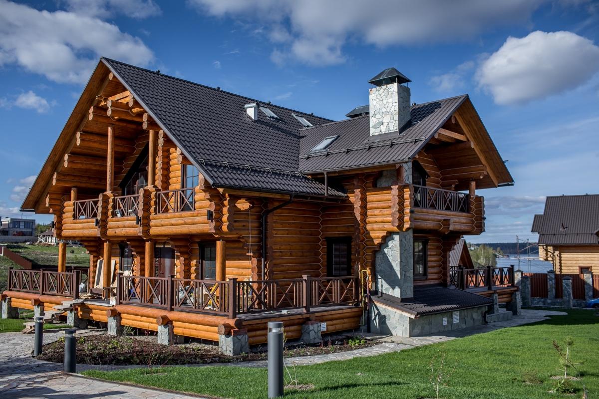 Красивый бревенчатый дом